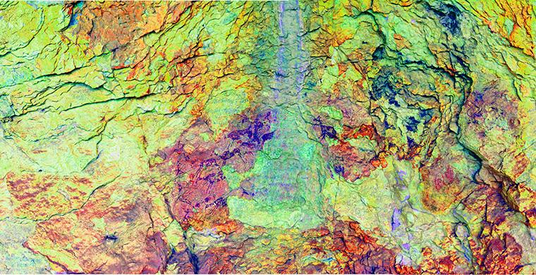 Right hand area of Cova dels Cavalls, false color.